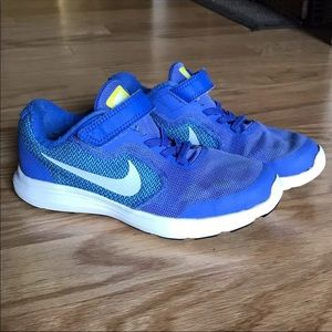 Nike Revolution 3 - Girl's Size 2